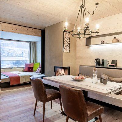 3-Seenhaus-Kühtai - Ferienwohnungen - Esstisch und Panoramafenster