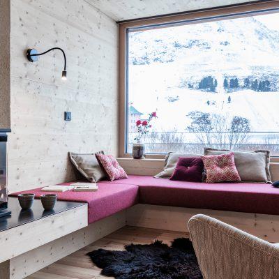 Sitzecke am Kamin in Ferienimmobilie, Kühtai Tirol